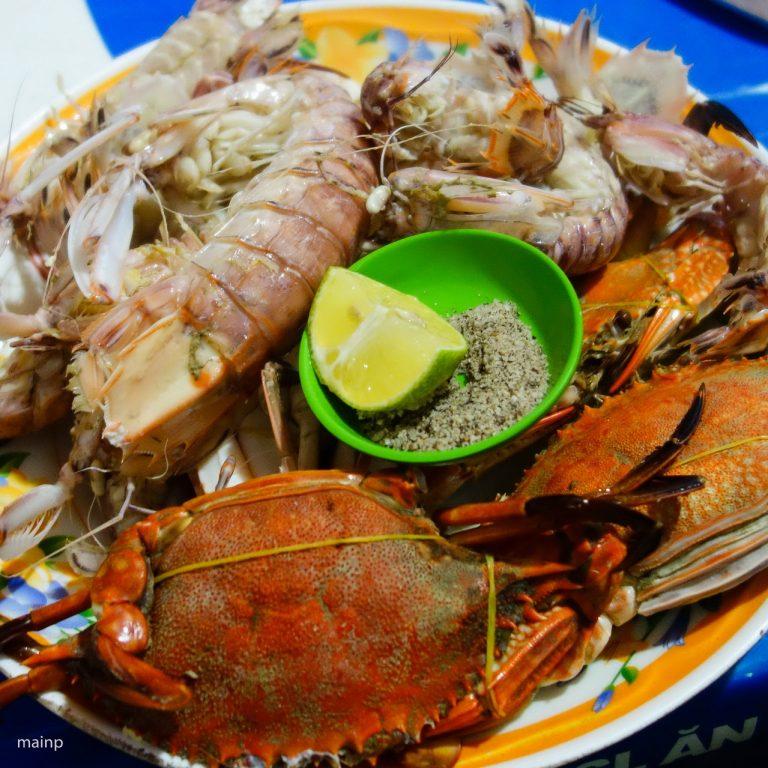 Steamed Fresh Mantis Shrimps and Flower Crabs (Ghẹ và Tôm Tích/Bề Bề Hấp)