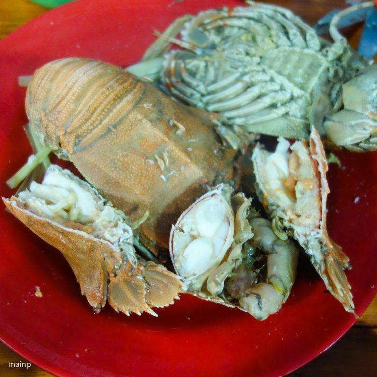 Steamed Slipper Lobster (Tôm Mũ Ni Hấp)