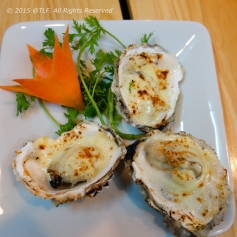 Grilled oyster with cheese
