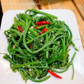 Ngon Su Su Xao Toi (Fried Chayote Leaves with Garlic)