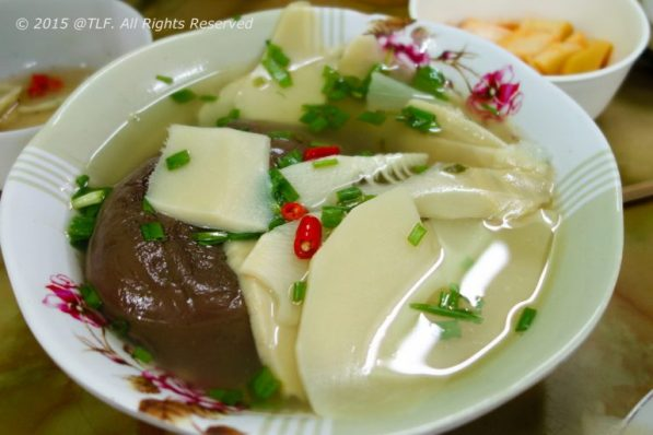 Canh Mang Tiet (Soup of Bamboo Shoot and Blood Curd - solidified blood)