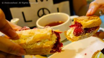 Eclair Vanille Framboise (Vanilla Raspberry Eclair)